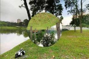 090717-Eaton-mirror.hmedium